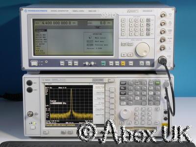 Rohde & Schwarz SMIQ04B Signal Generator 4.4GHz B11 B12 B20